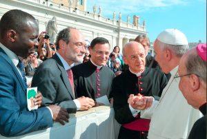 Mons. Fernando Ocáriz, Prelado do Opus Dei, com o Papa Francisco em Roma.
